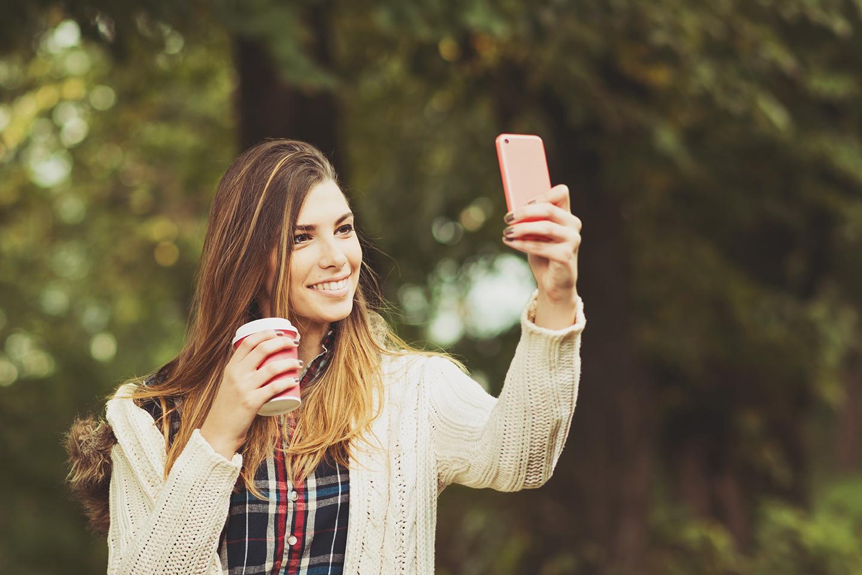 Foto fantastica selfie con smartphone